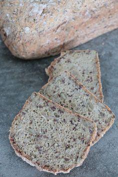 Hallå där! Morgonen började med två skivor av detta goda bröd. Jag kände att jag ville ha något mjukbröd att variera mig till fröknäcket som vi äter hela tiden. Detta blev ett väldigt gott alternativ.