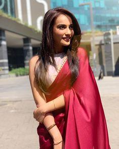 The best red saree collection! Red Saree, Saree Look, Saree Blouse Patterns, Saree Blouse Designs, Indian Dresses, Indian Outfits, Ethnic Outfits, Indian Clothes, Saree Poses
