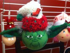 modèle: Star Wars - Yoda  Décoration de Noël réalisée à partir d'objets recyclés Pour commander: https://www.facebook.com/LesFantaisiesdeMamzelleSofy
