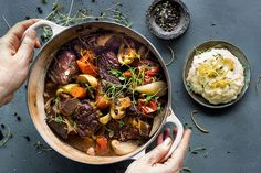 Bli inspirert til å lage god mat Irish Beef, Pot Roast, Food Styling, Stew, Crockpot, Slow Cooker, Curry, Bacon, Food And Drink