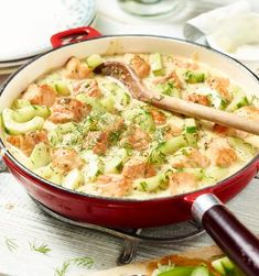 Schmorgurke mit Lachs A delicious fish dish from MAGGI. Juicy salmon and crispy slices of cucumber in a creamy mustard-dill sauce. Easy Fish Recipes, Shrimp Recipes, Gourmet Recipes, Cooking Recipes, Healthy Recipes, Carrots Side Dish, Happy Foods, Eat Smart, Fish Dishes