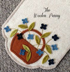 1428 best images about penny rugs Penny Rug Patterns, Wool Applique Patterns, Felt Patterns, Felt Applique, Felted Wool Crafts, Felt Crafts, Fabric Crafts, Sewing Crafts, Penny Rugs