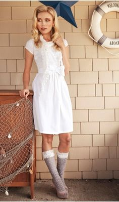 Love this 40's inspired dress!
