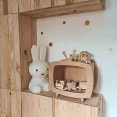Tv for kids wooden vehicles Ikea Inspiration, Kids Wood, Vintage Tv, Wooden Decor, Wood Toys, Kids Decor, Plywood, Floating Shelves, Upcycle