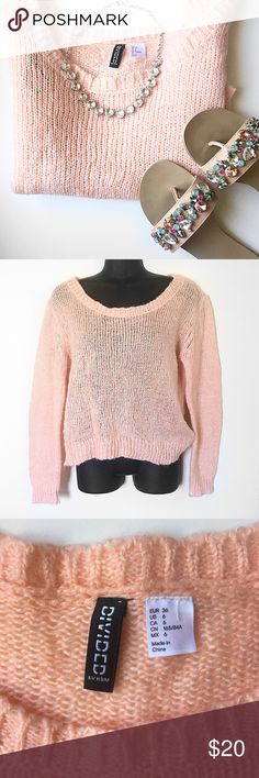 PEACH LIGHTWEIGHT KNIT SWEATER Pretty peachy coral knit sweater. Very lightweight sweater. Perfect with jeans and sandals to head back to school this fall! From H&M by divided size 6 Divided Sweaters Crew & Scoop Necks
