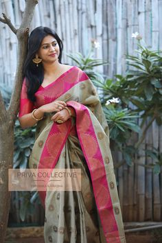 PV 3939 : Grey and Pink Price : 4700 Rs Flaunt this classy number in grey handwoven muslin silk sari finished with a tinge of pink border Unstitched blouse piece : Pink running blouse piece as displayed in the picture For Order Silk Saree Kanchipuram, Organza Saree, Silk Sarees, Sari Silk, Indian Beauty Saree, Indian Sarees, Wedding Silk Saree, Bridal Sarees, Silk Saree Blouse Designs