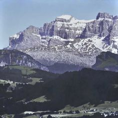 Mountains, 50 x 50 cm, oil on canvas Mountains (oil painting) Alex Colville, Carl Larsson, Audrey Kawasaki, Andrew Wyeth, Arno, Akira, Banks, Hyperrealistic Art, Mount Everest