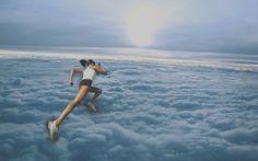 """Autora: Raquel //    Mi sueño se llama """"Corriendo entre las nubes"""".  Lo que he intentado expresar es literalmente lo que está sucediendo en el sueño, correr sobre las nubes."""