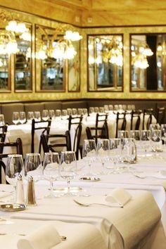 Die französische Brasserie Lipp aus Paris mitten in Zürich Seafood Place, Zurich, Table Settings, Table Decorations, Dinner, Furniture, Home Decor, Oysters, Gourmet Foods