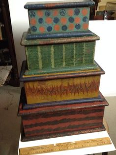 Small chests Old Boxes, Antique Boxes, Antique Decor, Painted Chest, Painted Boxes, Painting Antique Furniture, Painted Furniture, Wood Trunk, Blanket Chest