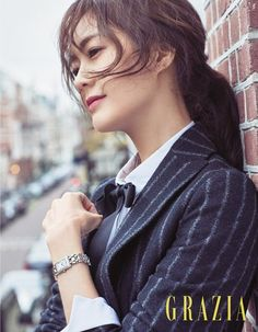 Lee Yo Won looks beautiful walking the streets of Amsterdam with Grazia, check it out! Source | Naver