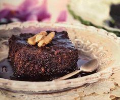 Αργυρώ Μπαρμπαρίγου: Καρυδόπιτα με σιρόπι σοκολάτας! - Fay's book Sweet Recipes, Cravings, Steak, Chocolate, Baking, Desserts, Food, Greece, Cakes