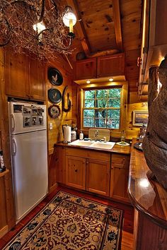 Jack Hanna's Cozy Log Cabin in Montana | Log cabin kitchens, Cabin on