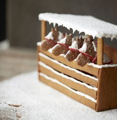 gingerbread house stable with horses Gingerbread House Designs, Gingerbread House Parties, Gingerbread Village, Christmas Gingerbread House, Christmas Sweets, Christmas Goodies, Gingerbread House Decorating Ideas, Xmas, Gingerbread Cookies