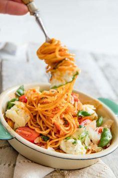 Kaikessa yksinkertaisuudessaan täydellinen pasta Wine Recipes, Seafood Recipes, Cooking Recipes, I Love Food, Good Food, Yummy Food, Vegetable Recipes, Vegetarian Recipes, Healthy Recipes