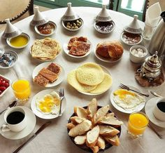 Cuisine - Mommies Making Money From Home Morrocan Food, Moroccan Dishes, Moroccan Table, Moroccan Breakfast, Breakfast Basket, Tunisian Food, Breakfast Bread Recipes, Food Decoration, Arabic Food