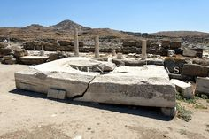 Base of the Colossal statue of Apollo. Delos Greece, Apollo And Artemis, Ancient Buildings, Greece Travel, Crete, Archaeology, Mount Rushmore, Islands, Base