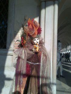Fotografía: Guía Jesús Balsa - Carnaval de Venecia Wreaths, Fall, Decor, Carnival Of Venice, Autumn, Decoration, Door Wreaths, Fall Season, Deco Mesh Wreaths
