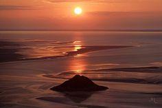 Ile de Tombelaine au soleil couchant. by Vincent M.