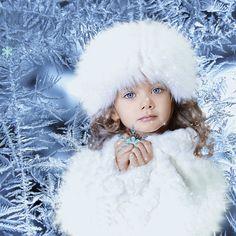 Blue Christmas, Christmas Photos, Animated Gif, Movie Tv, Videos, Crochet Hats, Animation, Disney Princess, Disney Characters