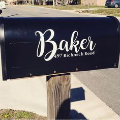 What could be better than a customized vinyl mailbox greeting your mailman? We actually can't answer that question either! Mailbox Monogram, Diy Mailbox, Mailbox Decals, Cricut Air 2, Cricut Vinyl, Vinyl Decals, Silhouette Vinyl, Silhouette Cameo Projects, Silhouette Machine