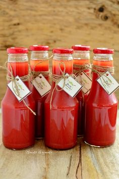 Fast tomato juice, natural – World of Light Canning Pickles, Artisan Food, Romanian Food, Tasty, Yummy Food, Tomato Juice, Health Snacks, Fermented Foods, Canning Recipes