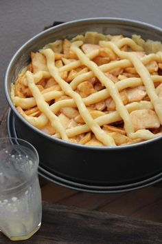 The best apple pie in the world is easy-Der beste Apfelkuchen der Welt geht ganz einfach - Brownie Bites Recipe, Best Apple Pie, Gateaux Cake, Donia, Pudding Desserts, Easy Baking Recipes, Cakes And More, Yummy Cakes, No Bake Cake