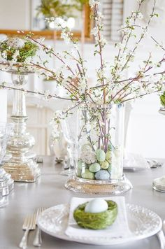 26 Gorgeous Easter Tablescapes To Try Looking for a new color palette to try this year? Check out this post: 26 Gorgeous Easter Tablescapes To Try by thetarnishedjewel…. Easter Table Decorations, Easter Decor, Easter Ideas, Easter Centerpiece, Easter Table Settings, Spring Decorations, Rama Seca, Diy Ostern, Barns