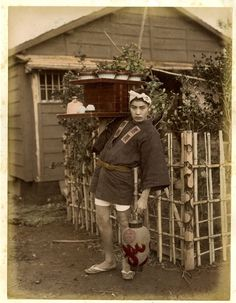Japan c 1868 Soba seller by Felice Beato Japanese History, Japanese Culture, Old Pictures, Old Photos, Vintage Photographs, Vintage Photos, Japanese Farmer, Japan Village, Taisho Period