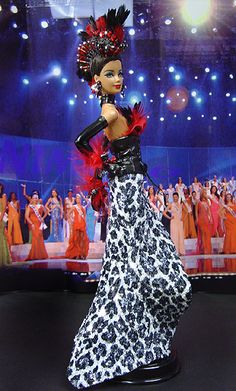 OOAK Barbie NiniMomo's Miss Rwanda 2007/2008 Barbie Miss, Barbie And Ken, African American Dolls, Poppy Parker, Beautiful Barbie Dolls, Barbie Princess, Pageant Gowns, Doll Costume, Barbie Collector
