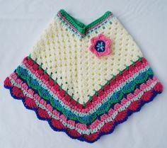 Witte poncho met gekleurde rand maat M