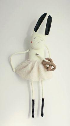 Adorable bunny dolls! http://knuffelsalacarteblog.blogspot.nl/2014/10/adorable-bunny-dolls.html