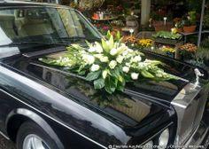 Décoration de voiture pour votre mariage Wedding Car Decorations, Wedding Rentals, Flower Arrangements, Marie, Diy And Crafts, Exotic, Wedding Planning, Plants, Art Floral