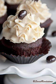 Dark Chocolate Mocha Cupcakes, meringue, swiss, baileys, boozy, cupcake, recipe, baking
