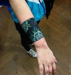 20 Armband tattoos that will be your permanent permanent accessory .- 20 Tatuajes brazalete que serán tu accesorio permanente favorito – 20 armband tattoos that will be your favorite permanent accessory – # will be - Armband Tattoos For Men, Armband Tattoo Design, Maori Tattoo Designs, Tattoo Motive, Band Tattoo Designs, Hand Tattoos, Neue Tattoos, Body Art Tattoos, Sleeve Tattoos
