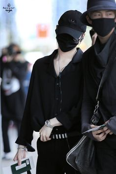 How can you manage to make me have feels with a mask on?! It's so frickin' painful for my heart! I JUST- *faints*