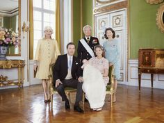 Christening of Princess Leonore -Official Photos | MYROYALS &HOLLYWOOD FASHİON-June 8, 2014-Princess Leonore with her grandparents Eva Marie Walter (Chris's mother), King Carl Gustaf, and Queen Silvia and her parents Chris O'Neill and Princess Madeleine