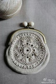 in the sixties my thea despina showed me how to make these… Crochet Diy, Love Crochet, Beautiful Crochet, Irish Crochet, Crochet Crafts, Crochet Coin Purse, Crochet Purses, Crochet Handbags, Vintage Purses