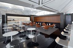 Inside Cathay Pacific's flagship Hong Kong Lounge, The Wing. A great start to a business class flight from Hong Kong. Click to check out my review.