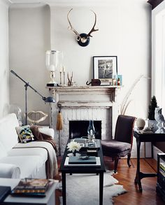 Soft, earthy accents capture the rustic undertones of this cozy space, imparting a sense of balance within the design.