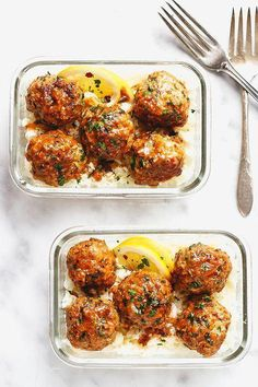 Garlic Butter Chicken Meatballs with Cauliflower Rice Meal Prep - mealprep recipe - Cheesy, juicy and so flavorful! Chicken meatballs are easy to put together for the ultimate meal prep lunch. - recipe by healthylunch 90775748726964496 Clean Eating Snacks, Healthy Snacks, Clean Meals, Healthy Cheap Recipes, Recipes For Lunch, Easy Healthy Meals, Healthy Lunch Ideas, Easy Healthy Meal Prep, Chicken Lunch Recipes