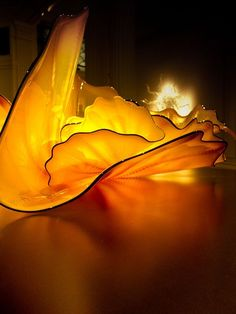 I can't believe this is made out of glass. It feels like fire; the light and movement, again, is inspiring. The repeated curves creates visual rhythm. (Tablepads, a Dale Chihuly glass sculpture,) Dale Chihuly, Art Of Glass, Blown Glass Art, Stained Glass Art, Wow Art, Mellow Yellow, Glass Design, Colored Glass, Sculpture Art