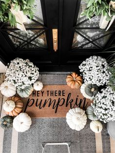 Classy Halloween, Halloween Home Decor, Fall Home Decor, Halloween Ideas, Pumpkin Decorating, Porch Decorating, Fall Door Decorations, Fall Door Wreaths, White Pumpkin Decor