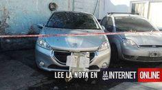 El cadáver de un hombre fue hallado dentro de un auto estacionado en el barrio porteño de La Paternal.  Fuentes policiales informaron que el pasado 7 de junio un un efectivo ve en Avalos al 200 un vehículo que concordaba con un auto con pedido de secuestro del 29 de mayo en provincia.   #policiales #ultimo momento