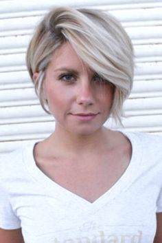 Chic Blonde Bob Hairstyles for Women. There is a list of Women's Blonde Bob Hairstyles that will give you the most excellent look in the fashion field. Round Haircut, Haircuts For Round Face Shape, Short Hair Styles For Round Faces, Short Hair Cuts For Women, Medium Hair Styles, Curly Hair Styles, Short Cuts, Pixie Cuts For Round Faces, Blonde Bob Hairstyles