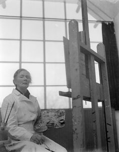 Charley Toorop (Dutch in her studio; photo by Dolf Kruger. Berlin, Hidden Pictures, Dutch Painters, Woman Painting, Famous Artists, Artist At Work, Van Gogh, Impressionism, Photo Art