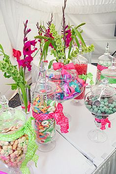 such a colorful candy bar Candy Bar Wedding, Our Wedding, Dream Wedding, Wedding Stuff, Candy Table, Candy Buffet, Chocolates, Party Planning, Wedding Planning