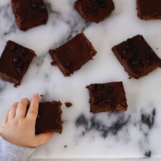P E R F E C T  F U D G E Y  H E A L T H Y  B R O W N I E S 🍫🍪🙌🏻  .    Okay so as I have mentioned recently I am looking to cut back on sugar and sweet since my sweet tooth has been CRAZY lately and I need to get my candy cravings under control! Enter these brownies (I mentioned them on my live feed yesterday!!). They are gooey and fudgey, super easy to make, and everything I could ever ask a brownie to be, and oh yeah, they're made with black beans (but you wouldn't know if I didn't tell…