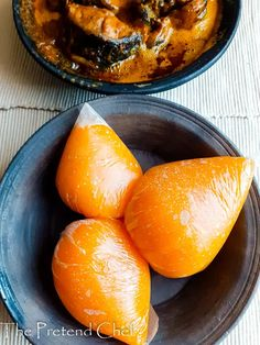 Usi (Starch) is yellow, stretchy and gelatinous, staple of Delta region of Nigeria, with Banga or Owho soup.easy to make using a wide pan or a frying pan Chef Recipes, Food Network Recipes, Cooking Tips, Cooking Recipes, Nigerian Food, Fusion Food, Ethnic Food, Non Stick Pan, Pinterest Recipes