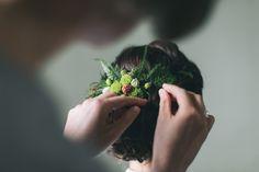 All green: bridal hair | Dein Hochzeitsblog | green Wedding Inspiration | www.deinhochzeitsblog.com